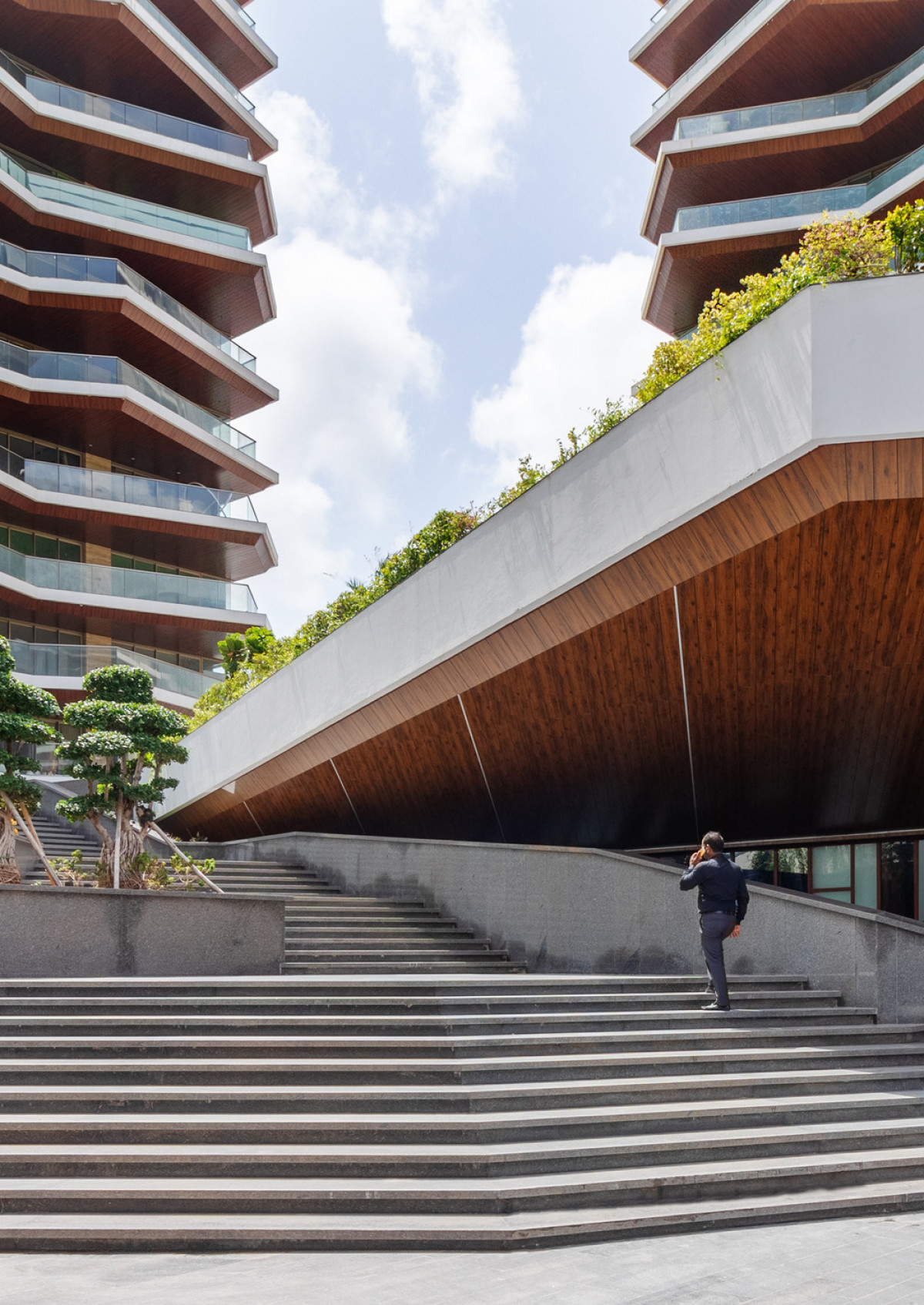 The landscape spaces gradually step down to recreational facilities