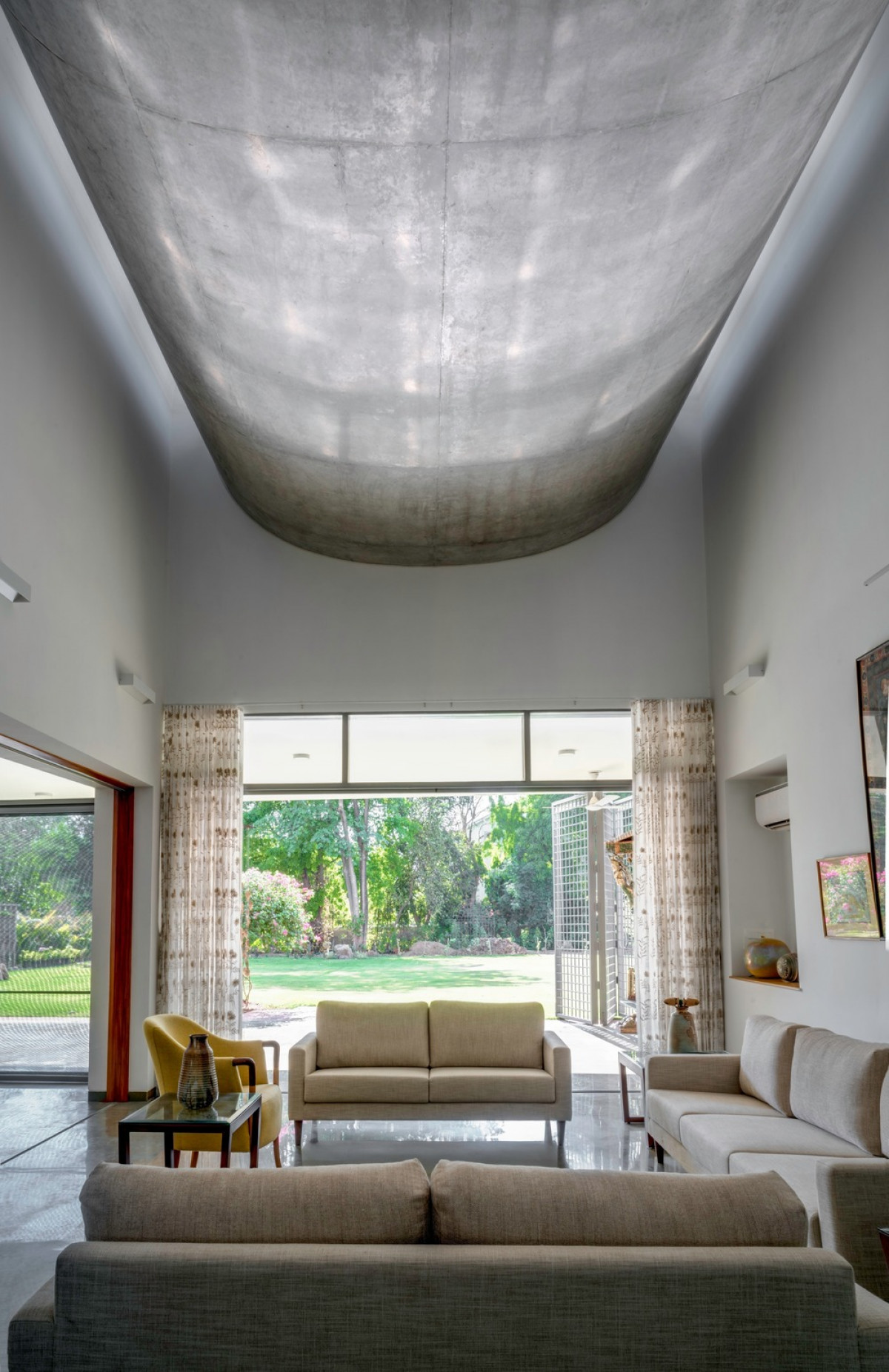 Inverted exposed RC Vault overlooking the west-facing veranda from the living   Photo credit: Fabien Charuau