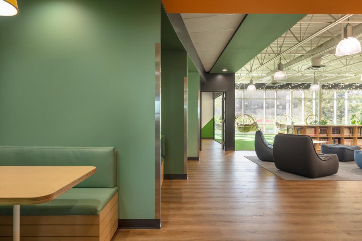 Work cubicles   Photo credit: Maxime Brouillet