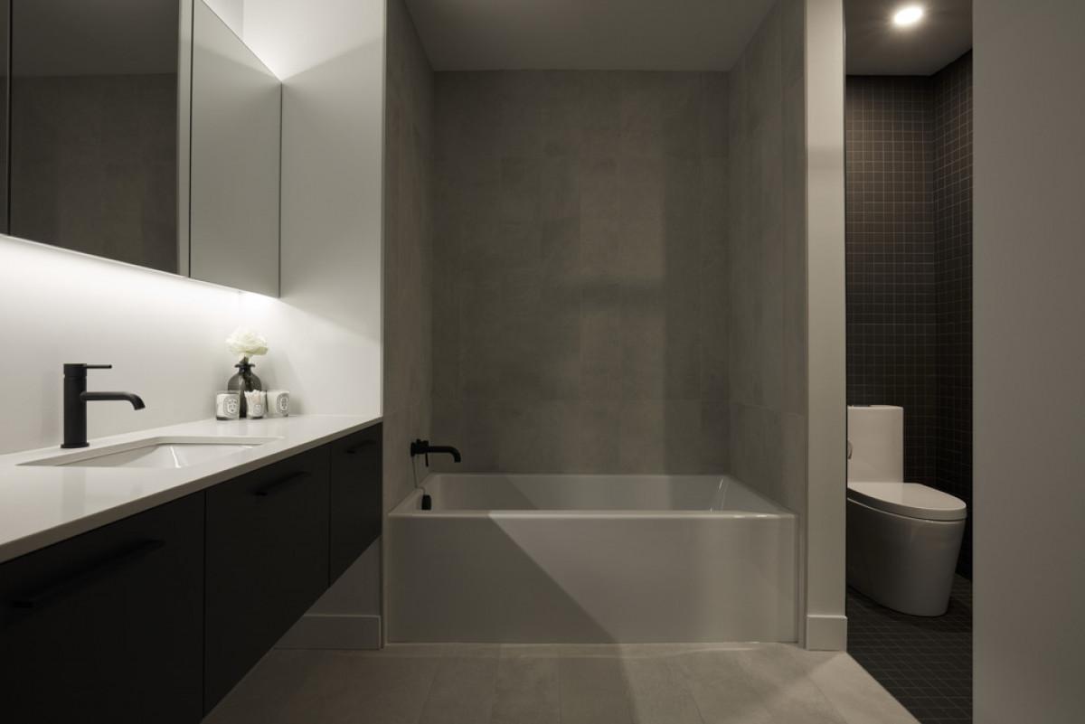 Bathroom   Photo credit: Maxime Brouillet